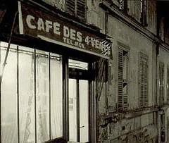 Dans le café de la jeunesse